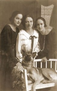 Trzy Wieliczanki z rodziny Seidenfrauów: Sabina (po mężu Zimmels), Nina (po mężu Szmulewicz) i Hela (po mężu Jedlin). Sabina i Hela były córkami Kalmana i Reginy Seidenfrauów, Nina - córką Dawida, brata Kalmana, 1934 rok.