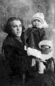 Maria Kleinberger z córeczką Salą, około 1924 roku.